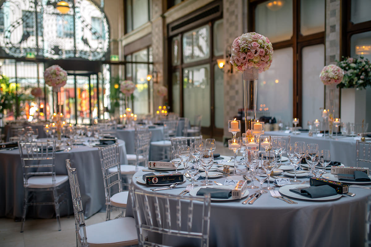 Silver, transparent and powder pink decoration in the Four Sesaons Hotel Budapest