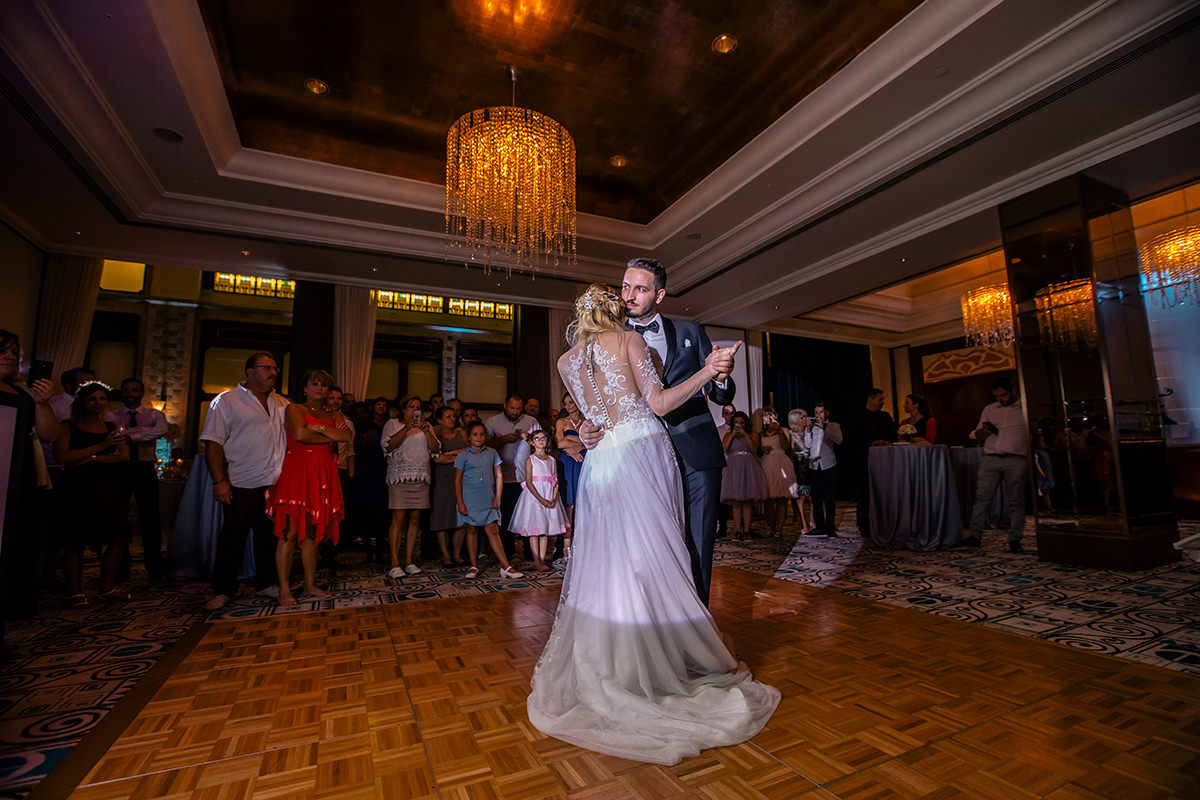 Couple having their first dance in the Four Seasons Hotel Budapest